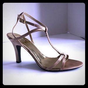 Gold Jacqueline Ferrar Heels size 9